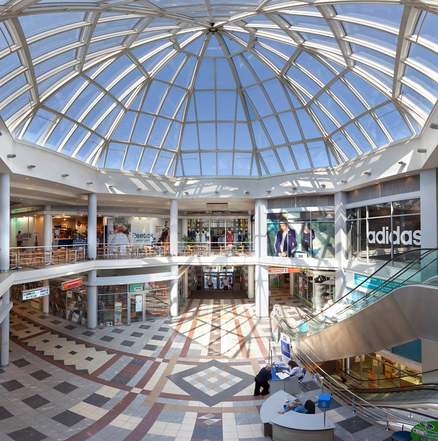 """Торгово-развлекательный комплекс  """"Академический """":- 2 этажа магазинов;- известные бренды;- кафе и рестораны..."""